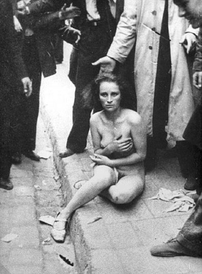 фото девушек между ног в общественных местах